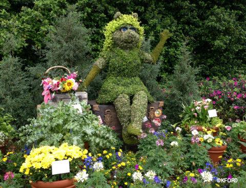 epcot-flower-garden-miss-piggy.jpg
