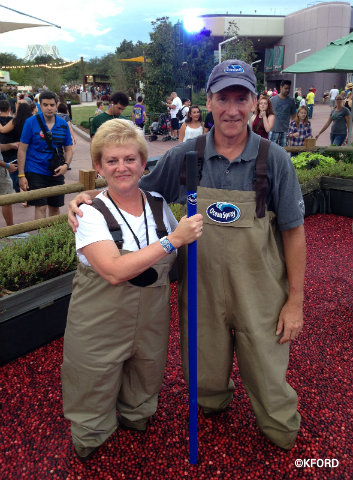 epcot-food-wine-festival-2015-cranberry-bog-deb-koma-with-grower.jpg