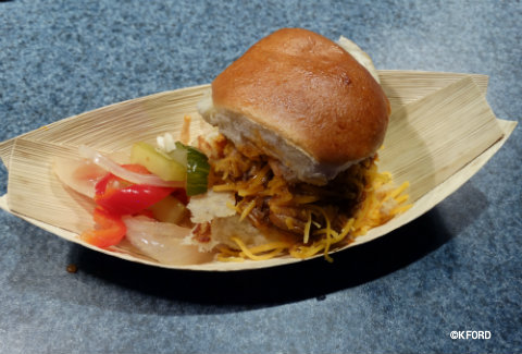 epcot-food-wine-festival-rockin-burger-block-party-chef-hanson-oklahoma-burger.jpg