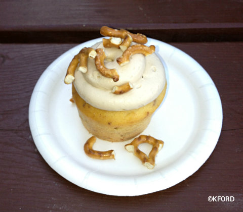epcot-outdoor-kitchens-piggylicious-cupcake.jpg