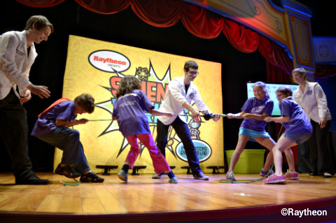 epcot-science-thrills-live-tug-of-war.jpg