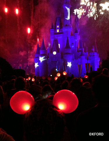 glow-with-the-show-sorcerer-mickey.jpg