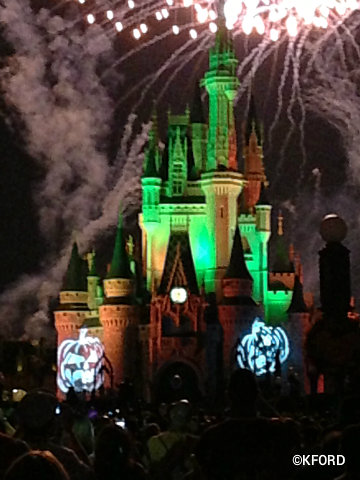 mickeys-halloween-party-cinderella-castle.jpg