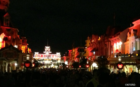 mickeys-halloween-party-main-street-at-night.jpg