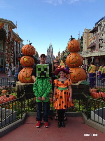 mickeys-halloween-party-main-street-photo-op.jpg