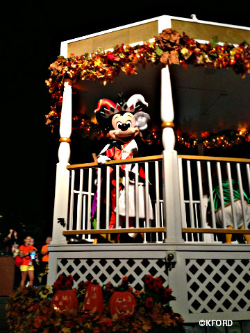 mickeys-halloween-party-mickey-in-parade.jpg