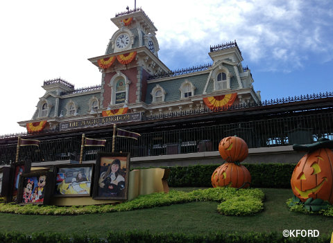 mickeys-halloween-party-train-station.jpg