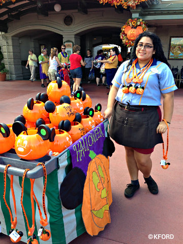 mickeys-halloween-party-treat-containers.jpg