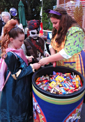 mickeys-halloween-party-trick-or-treat.jpg