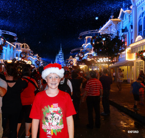 mickeys-very-merry-christmas-parade-snow-on-main-street.jpg