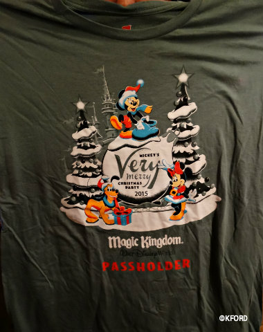 mickeys-very-merry-christmas-party-2015-passholder-t-shirt.jpg