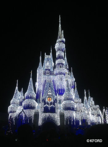 mickeys-very-merry-christmas-party-cinderella-castle-lights.jpg