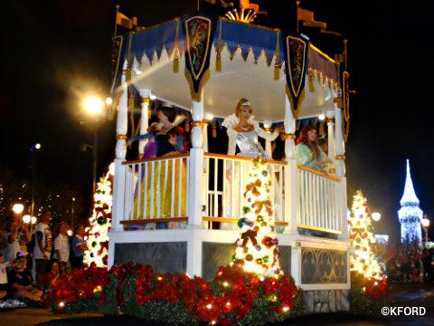 mickeys-very-merry-christmas-party-disney-princess-float.jpg