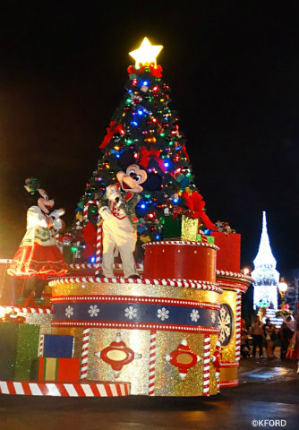 mickeys-very-merry-christmas-party-mickey-minnie-float-parade.jpg