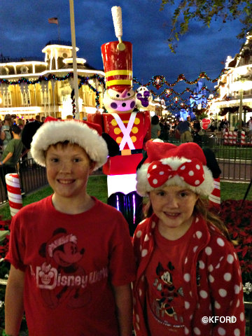mickeys-very-merry-christmas-party-town-square.jpg