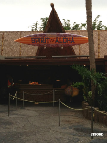 polynesian-luau-queue.jpg