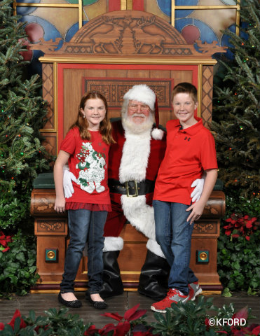 santa-claus-with-lauren-and-carter.jpg
