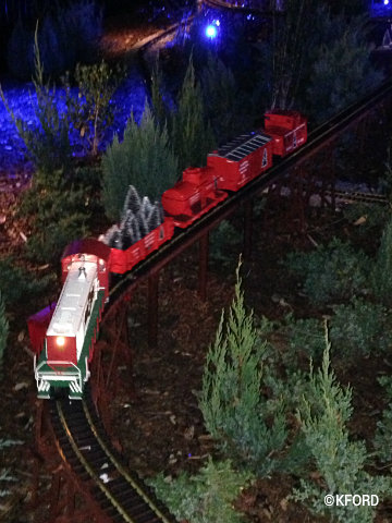 seaworld-christmas-bayside-village-model-trains.jpg