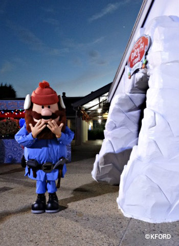 seaworld-christmas-celebration-yukon-cornelius-meet-and-greet.jpg