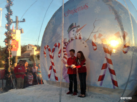 seaworld-christmas-snow-globe.jpg