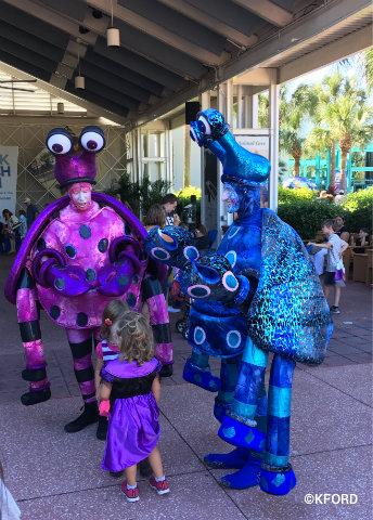 seaworld-halloween-spooktacular-crab-characters.jpg
