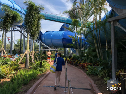 seaworld-orlando-aquatica-ray-rush-queue-1.jpg