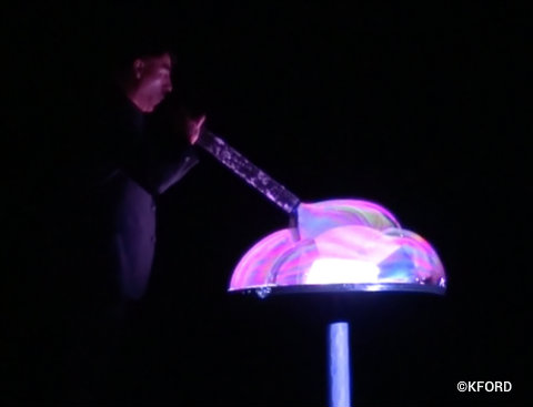 seaworld-orlando-fan-yang-pop-bubble-show-1.jpg