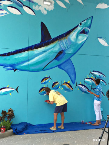 seaworld-orlando-guy-harvey-working-mako-shark-mural-.jpg