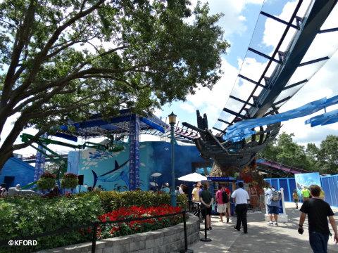 seaworld-orlando-mako-shark-coaster-guy-harvey-mural.jpg