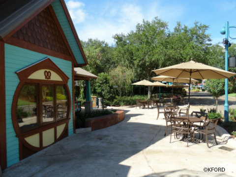 seaworld-orlando-mamas-pretzel-kitchen-seating.jpg