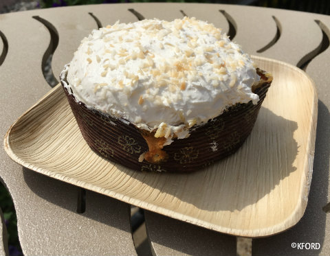 seaworld-seven-seas-food-festival-polynesian-pineapple-dream-cake.jpg