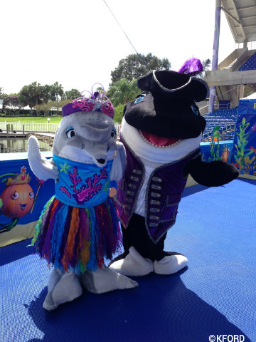 seaworld-spooktacular-dolly-dolphin-shamu.jpg
