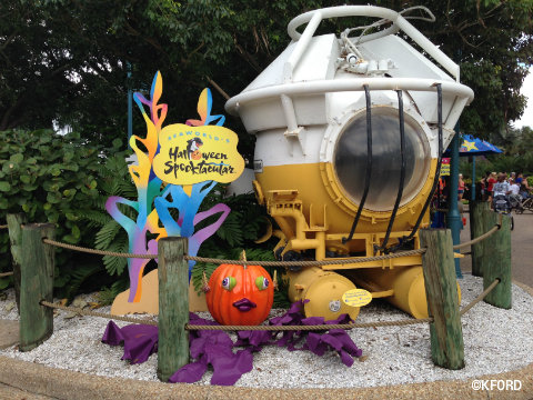 seaworld-spooktacular-pass-member-photo-op.jpg