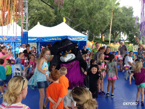 seaworld-spooktacular-penguin-dance-party.jpg