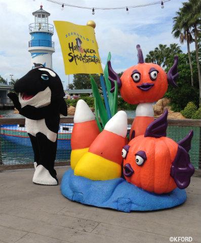seaworld-spooktacular-shamu-pumpkin-statue.jpg