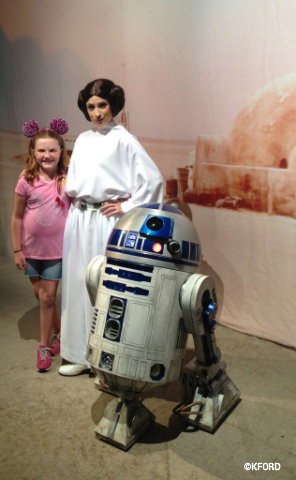 star-wars-weekends-lauren-leia-r2d2.jpg