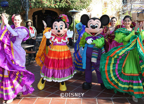 three-kings-day-disneyland-mickey-minnie.jpg