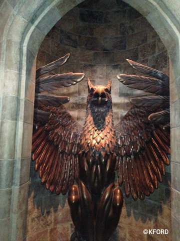 universal-harry-potter-forbidden-journey-queue-owl.jpg