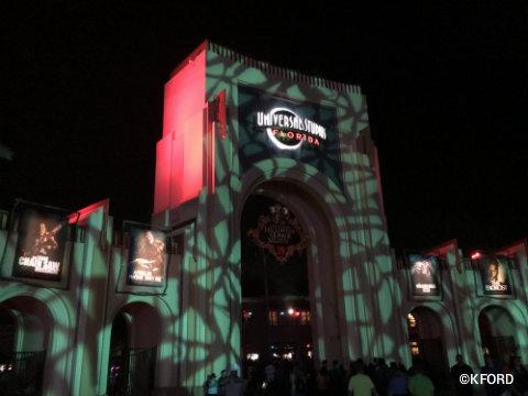universal-orlando-halloween-horror-nights-entrance.jpg