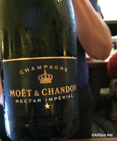 walt-disney-world-swan-dolphin-food-wine-classic-moet-chardon-champagne.jpg