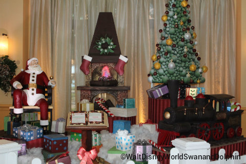 wdw-swan-and-dolphin-chocolate-holiday-display.jpg
