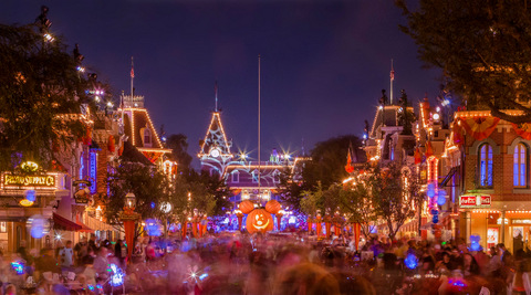 Halloween%20Time%20at%20the%20Disneyland%20Resort%2010_2017_DL.2076.C.JPG