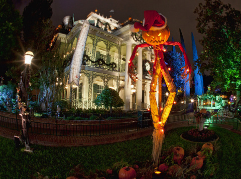 Haunted%20Mansion%20Holiday%2010_12_DL_0008531.jpg
