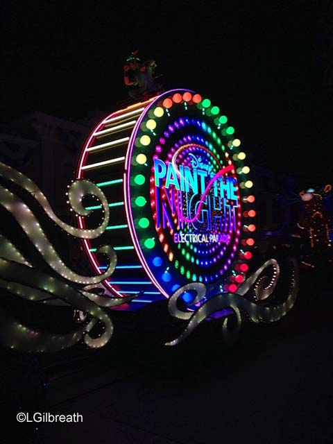 Paint the Night - Disneylands New Parade VIDEO