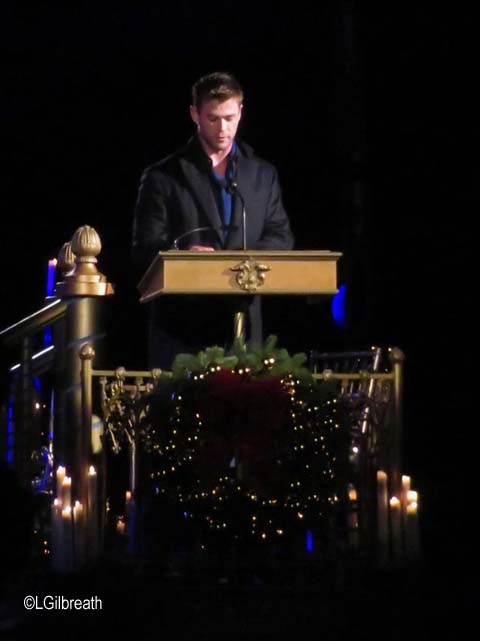 Chris Hemsworth Disneyland Candlelight Processional 2017