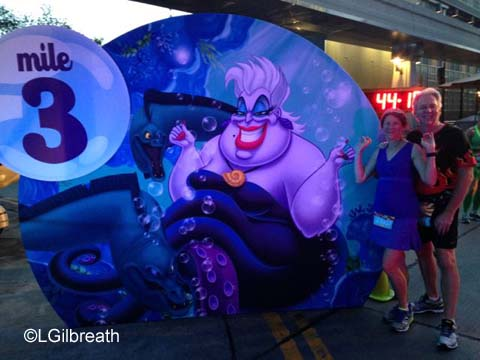 Disneyland 10K 3 mile sign