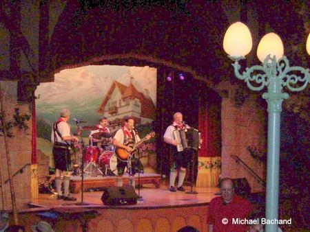 Oktoberfest Musikaten playing
