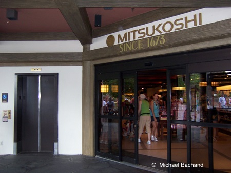 Mitsukoshi Shop main entrance