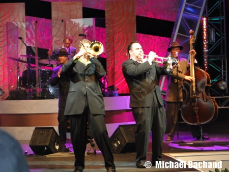 Big Bad Voodoo Daddy performs
