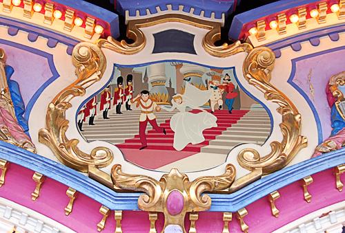 Detail1_Cinderellas_Carrousel_at_Disneys_Magic_Kingdom.jpg